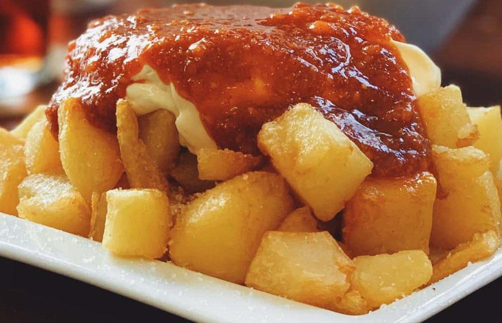 patate al forno formaggio fuso e pomodoro