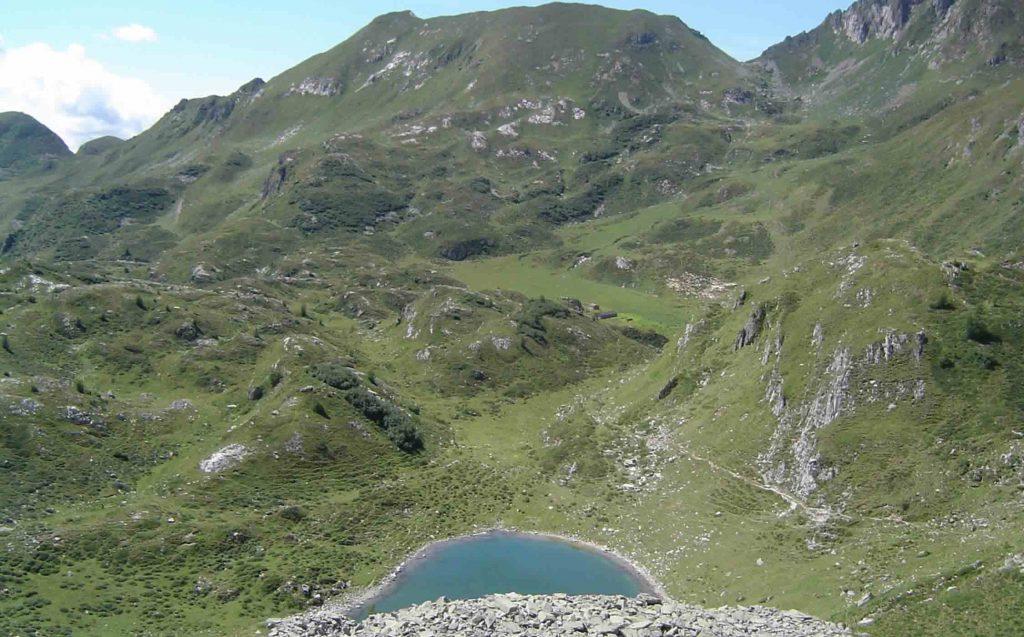 Il lago nero di Cadino