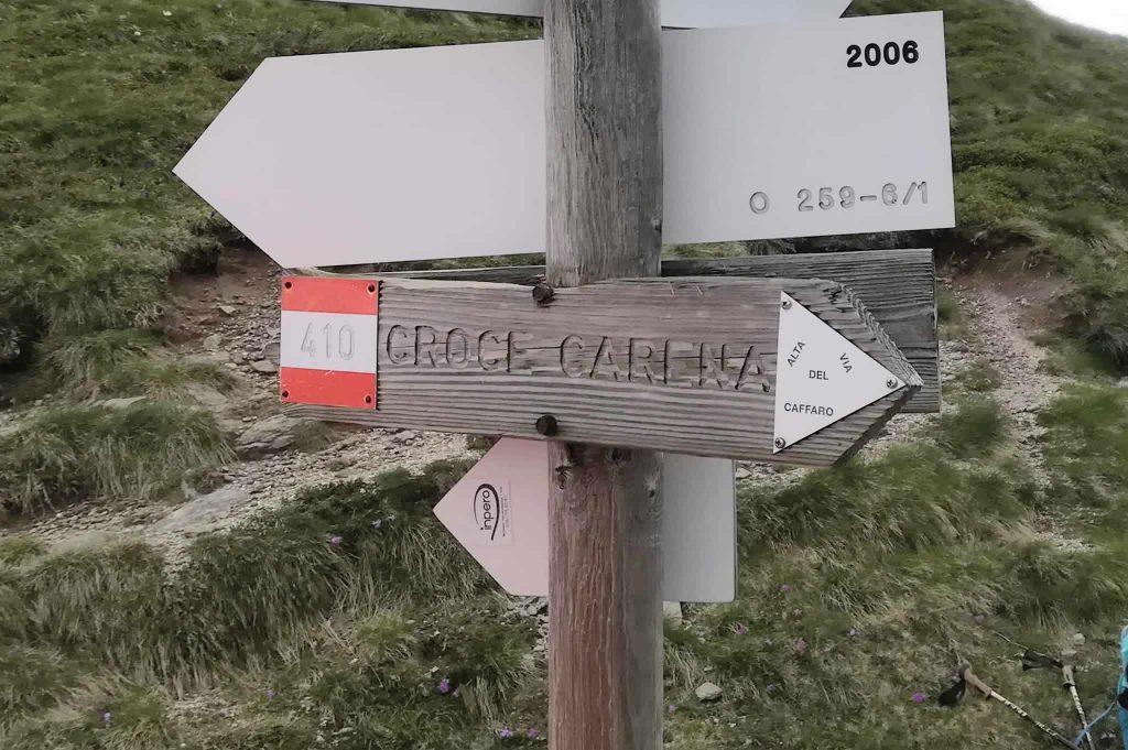 Cartello segnaletico per il Mt. Carena