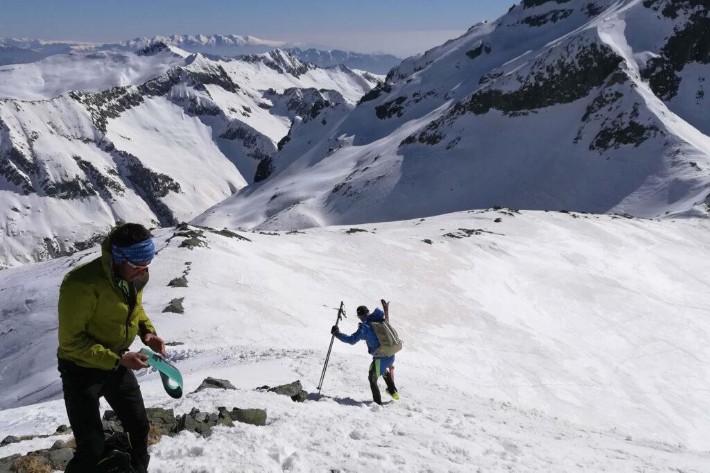 Alpinisti di ritorno dalla vetta della Cima Laione