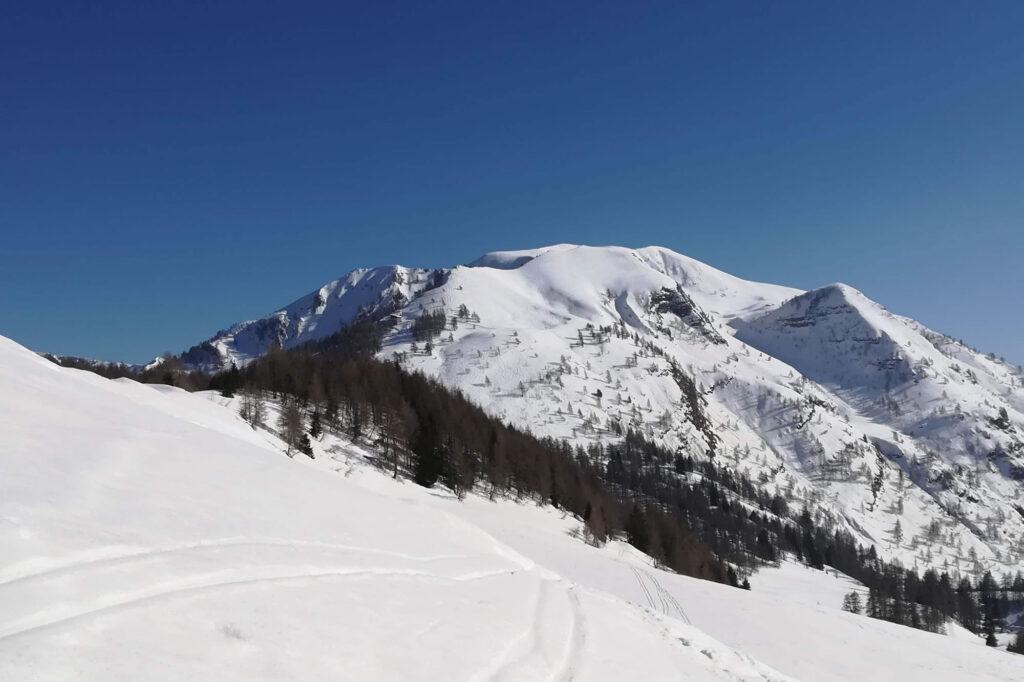 In lontananza il monte Misa