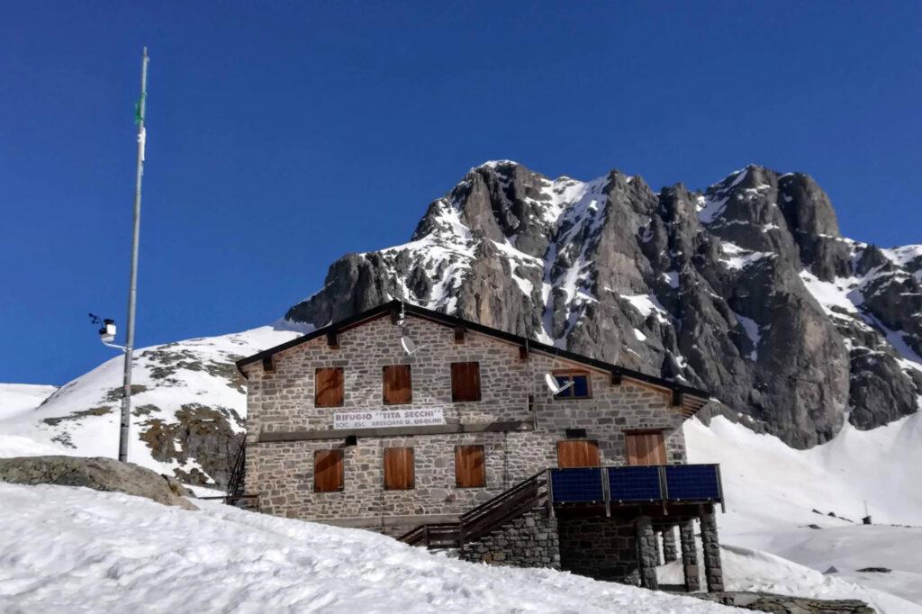 Al rifugio Tita Secchi di proprietà della  Società Ugolini