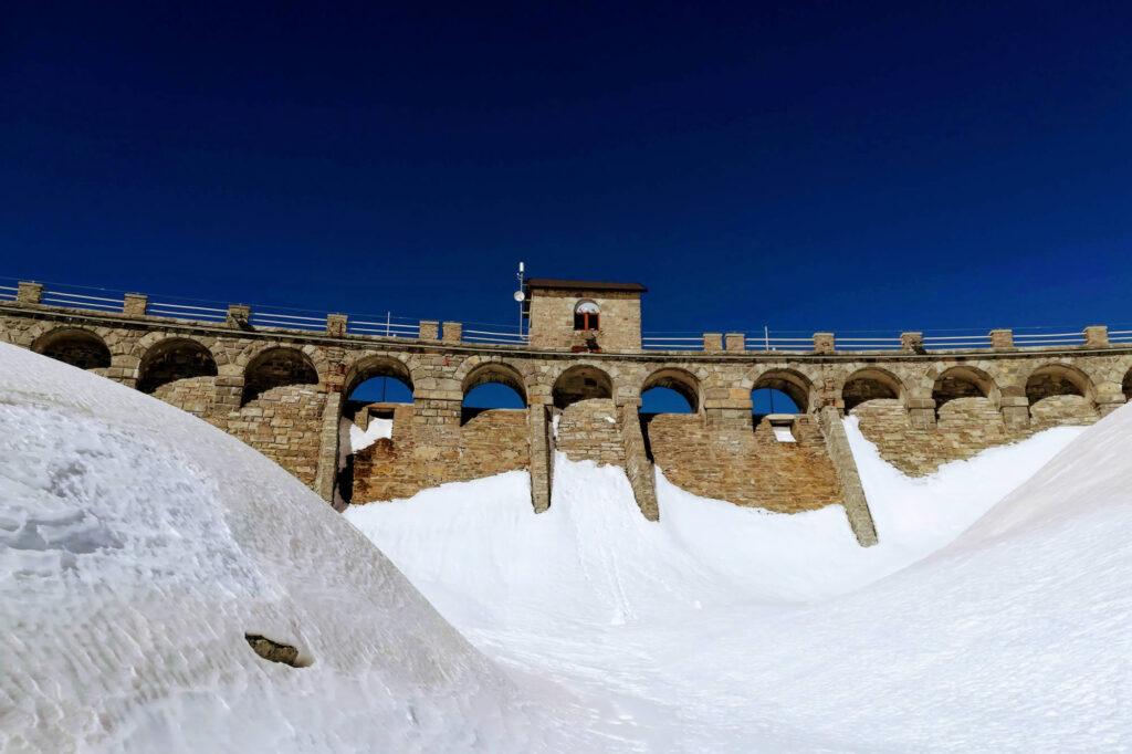 Il muraglione della diga
