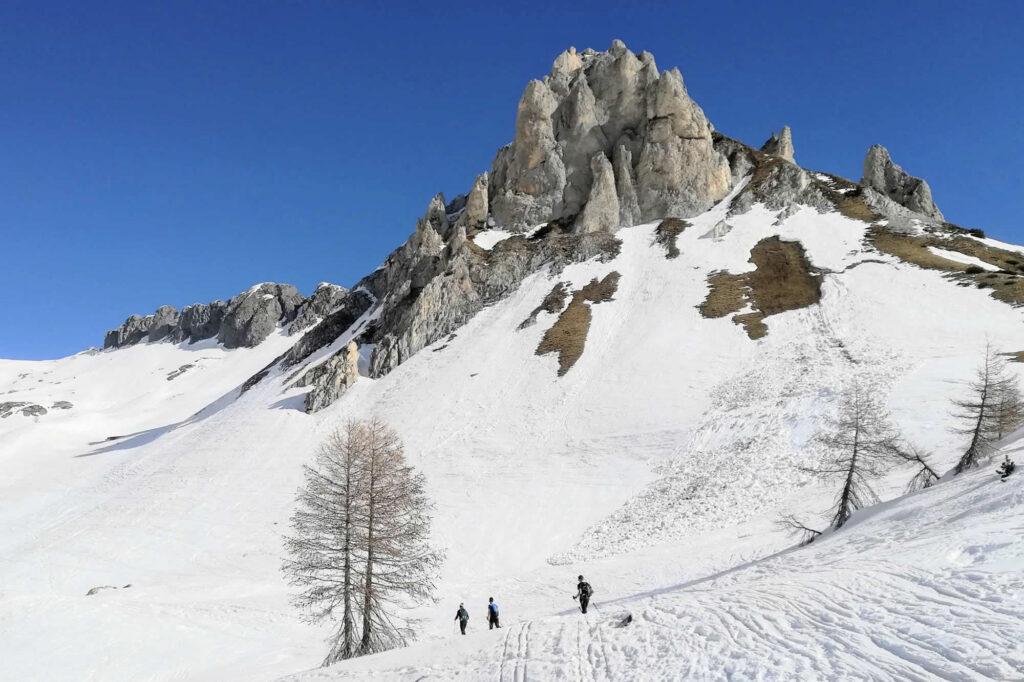 Sci alpinisti sotto le Creste di Laione
