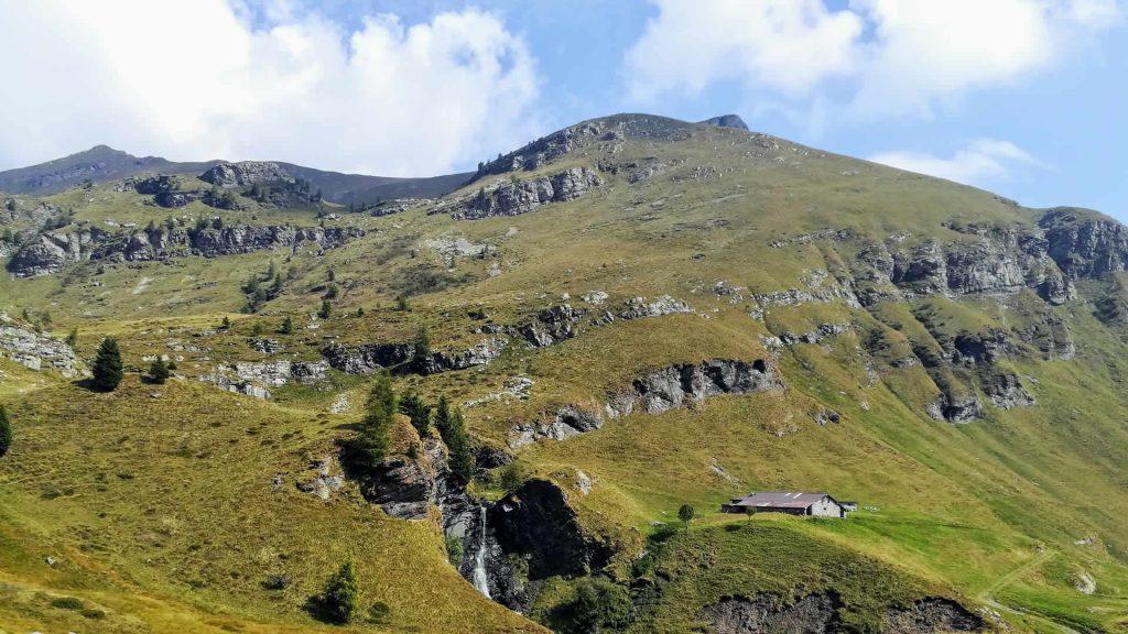 Monte Matto e  Punta Setteventi a sinistra