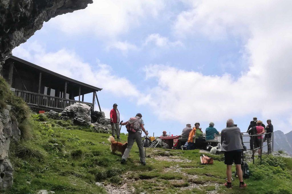 Escursionisti giunti al la Capanna Tita Secchi