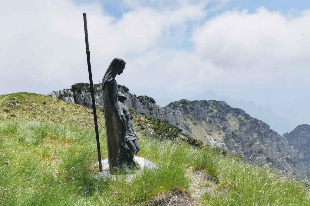 Statua della madonna in vetta alla Corna Blacca