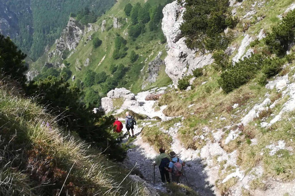 Leggiera discesa presso passo Caldoline