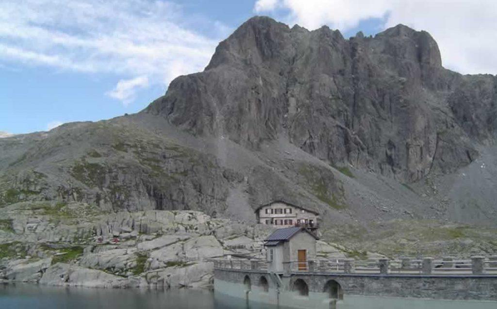 Il rifugio Tita secchi al lago della Vacca