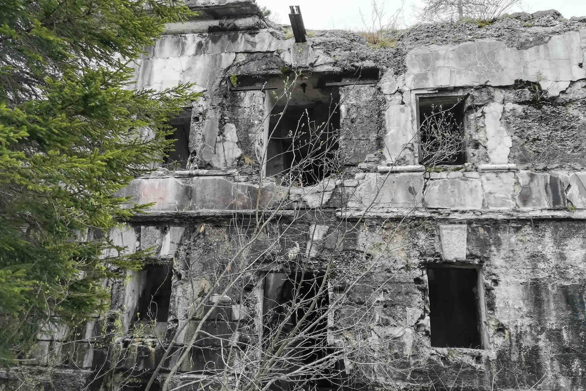 Forte realizzato in calcestruzzo e disposto su due piani